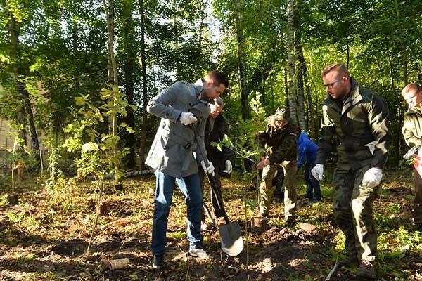 """Jaki sadzi drzewa w Lesie Bemowskim. """"Chcemy posadzić 21 dębów"""""""