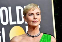 Charlize Theron na Złotych Globach. Gwiazda wybrała odważną stylizację