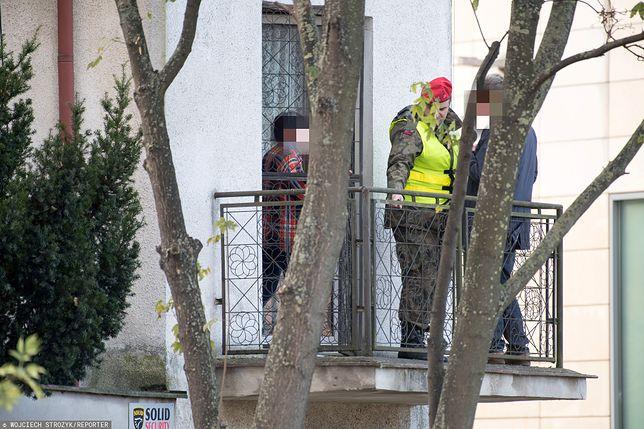 Żandarmeria wojskowa w domu, z którego padły strzały we Wrzeszczu.