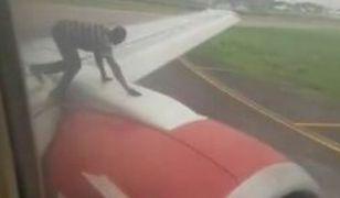 Mężczyzna na skrzydle Boeinga 737 wywołał panikę wśród pasażerów