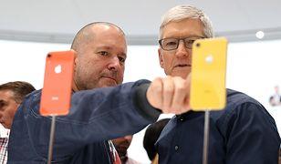 Główny projektant Apple Jony Ive i szef firmy Tim Cook
