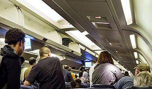 Agresywna pasażerka chciała wejść do kabiny pilota