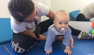 Beata Wasicka w Centrum Dziecka w Gdańsku podczas ćwiczeń z małym pacjentem