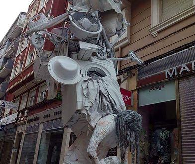 Oryginalny pomnik budzi skrajne reakcje