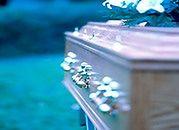 Niższy zasiłek, tańszy pogrzeb