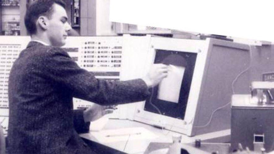 Larry Roberts przy terminalu, ok. 1960 / history-computer.com