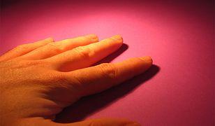 Proteza dłoni sterowana za pomocą mózgu