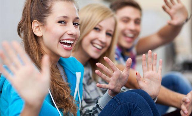 Ładne dziewczyny mają lepsze oceny? To wyniki najnowszych badań