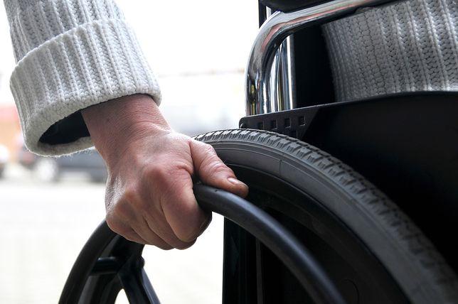 Pobili i okradli niepełnosprawnego. Jechał na wózku inwalidzkim