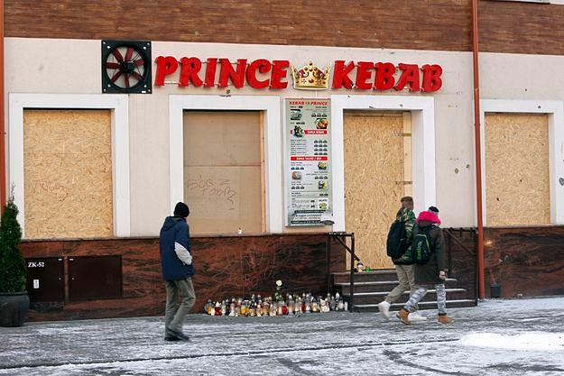Zamieszki po zabójstwie w Ełku. Wiadomo, kto podpalił mieszkanie cudzoziemca zatrudnionego w barze z kebabem