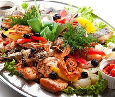 Frutti di mare wzbogacają dietę o pełnowartościowe białko, witaminy i minerały.