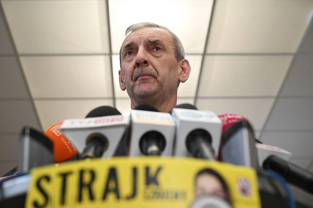 Szef ZNP Sławomir Broniarz opublikował w niedzielę oświadczenie.