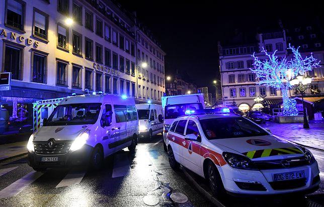 Karetki ratunkowe przy jarmarku bożonarodzeniowym w Strasburgu