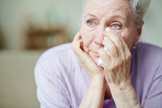 Opieka nad osobami z demencją i Alzheimerem bywa bardzo trudna dla rodziny.