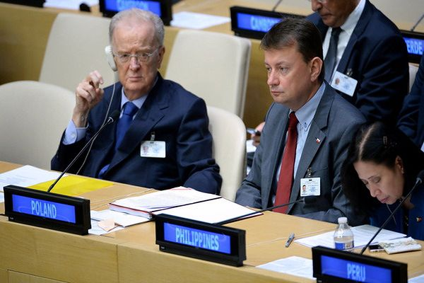 Minister Błaszczak chwali ustalenia szczytu ONZ ds. uchodźców i migrantów