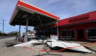 Cyklon Debbie zaatakował. Na ulicach Australii pojawiły się worki z piaskiem, surferzy i rekiny