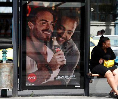 Reklamy Coca-Coli z homoseksualnymi parami. Oburzenie w sieci