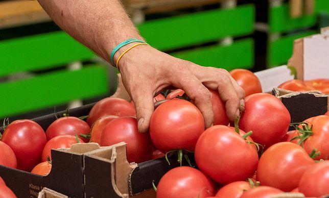 71 proc. badanych uważa, że w sklepach należy wprowadzić czasowy zakaz dotykania produktów świeżych, czyli pieczywa, warzyw i owoców.