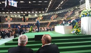 O. Tadeusz Rydzyk na konferencji w Toruniu. W tle przemawia Jan Szyszko