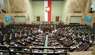 PiS chce niższych pensji dla posłów. Debata w Sejmie