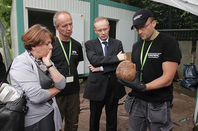 Szczątki ofiar zbrodni komunistycznych odkryte na warszawskim cmentarzu