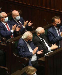 Zjednoczona Prawica ze znaczną przewagą, walka na opozycji. Najnowszy sondaż