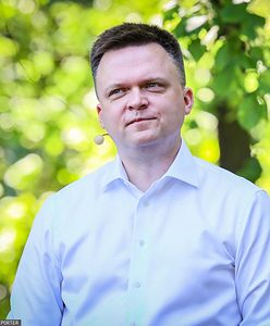 """Hołownia zamieścił zdjęcie i podzielił internautów. """"Politykom nie wypada"""""""