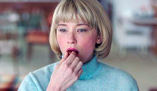 "Haley Bennett jako Hunter w filmie ""Niedosyt""."