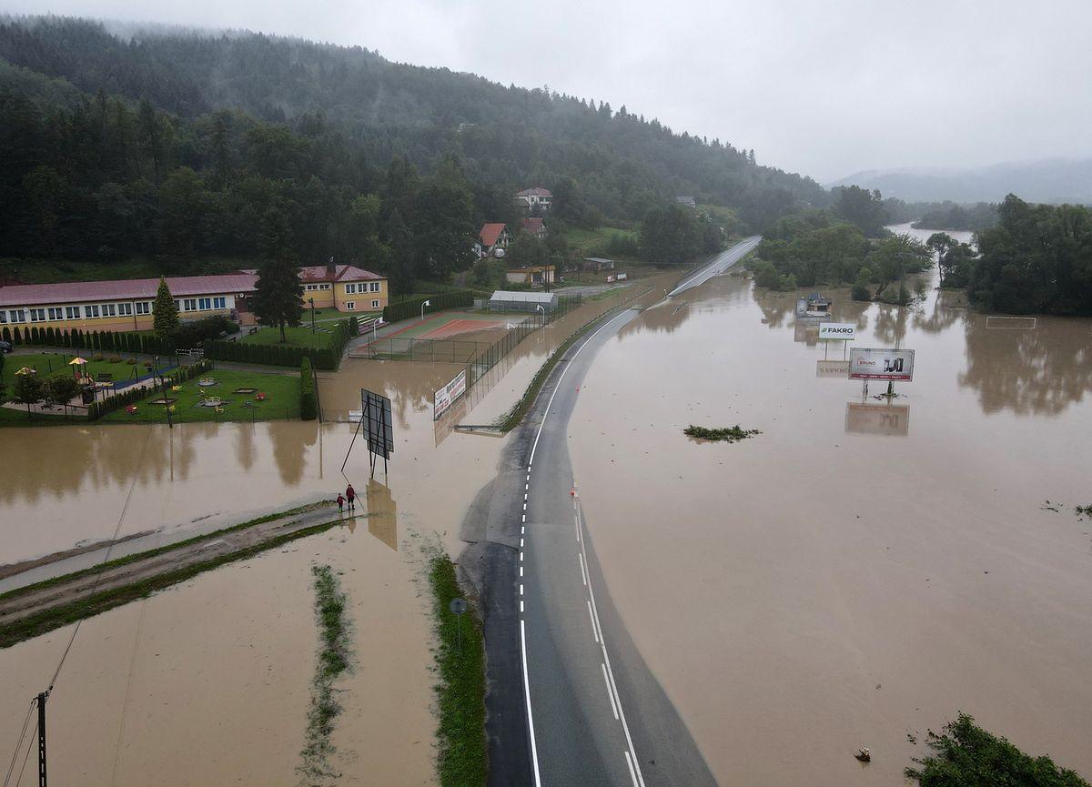 W Witowicach Dolnych (woj. małopolskie) zalane zostały drogi