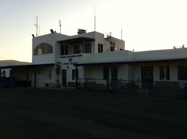 Lotnisko Paros obsługuje loty krajowe i loty czarterowe zagraniczne