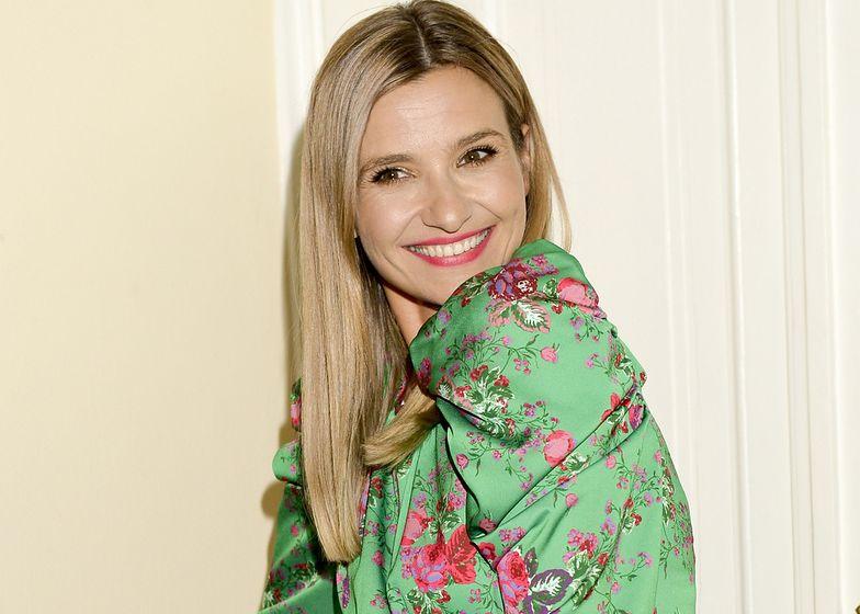 Joanna Koroniewska pokazała łazienkę. Pozuje w skąpej piżamie w luksusowym wnętrzu