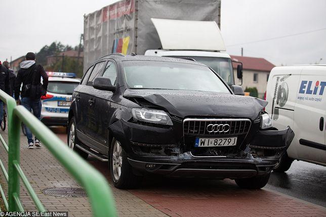 Uszkodzone auto z kolumny wicepremier Beaty Szydło