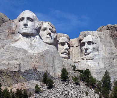 Ekscentryczny milioner chce stworzyć nową górę Rushmore. Zamiast głów prezydentów – żona, dzieci i pies
