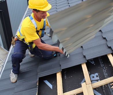 Dach do remontu lub całkowitej wymiany? Zrób to zgodnie z prawem