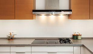 Wybór okapu kuchennego to więcej niż kwestia estetyki. Bez odpowiedniego wyciągu opary, dym i aromaty dobiegające z kuchni będą się roznosić po całym domu. I choć niektórzy ze względu na skromne rozmiary kuchni rezygnują z okapu, nie jest to dobre wyjście.