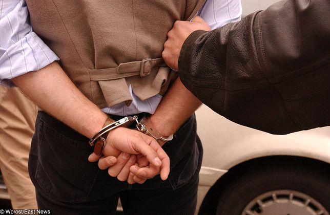 Wrocław. Policja zatrzymała dwóch mężczyzn, mieli wyłudzić ponad 1,2 mln zł