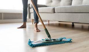 Panele podłogowe i twarde podłogi wymagają innego rodzaju mopa