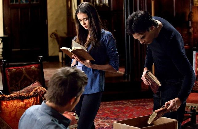 Pamiętniki wampirów sezon 2, odcinek 16: Gość domu (The House Guest)
