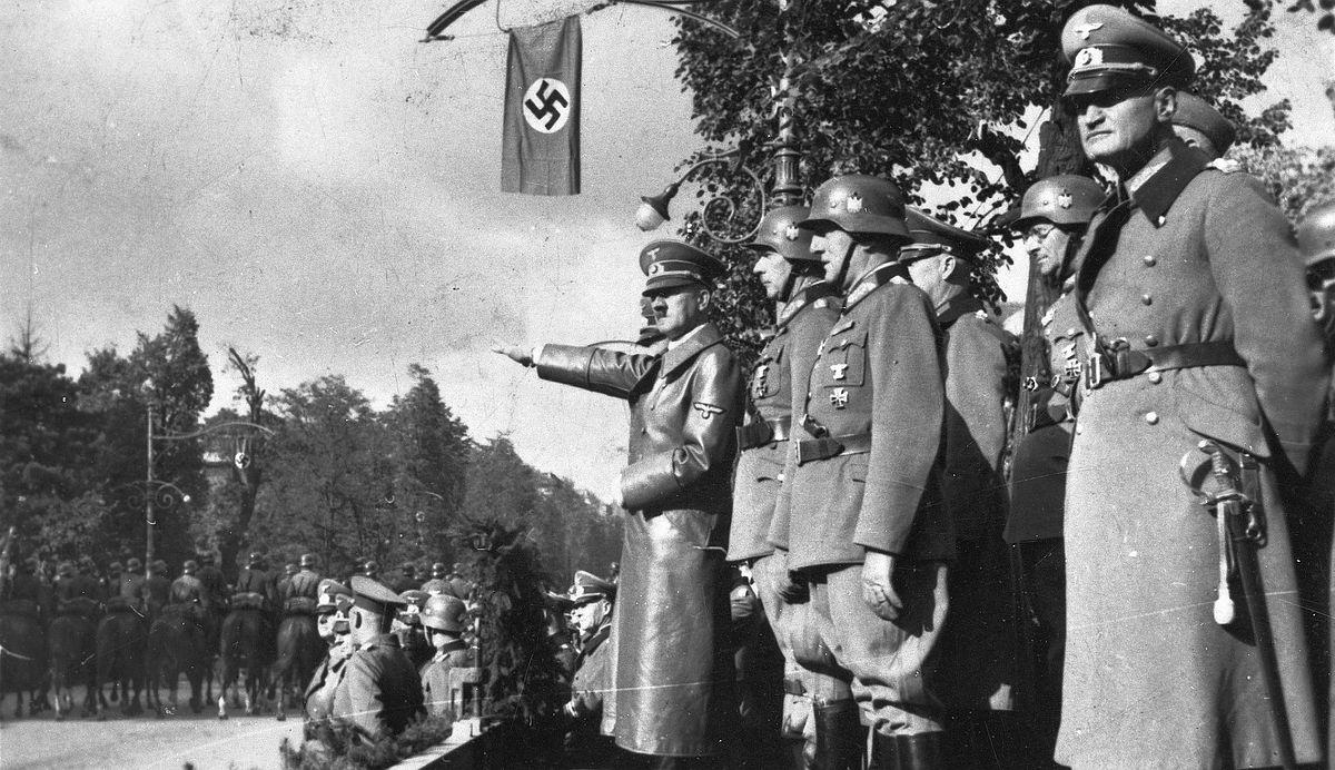 Sypiając z diabłem. Wielkie koncerny na usługach nazistów