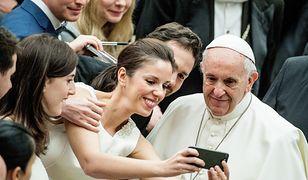 W sprawie uchodźców papież Franciszek wypowiada się w duchu liberalnej części społeczeństwa