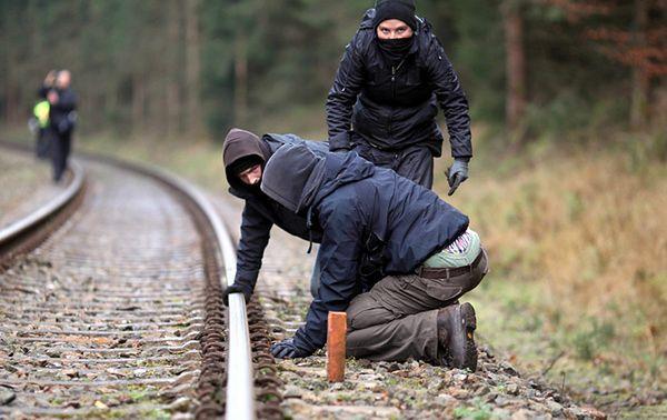 Niebezpieczny pociąg - chcą go zatrzymać - zobacz