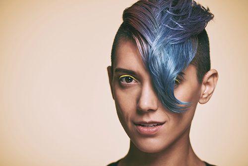 Irokez - nowoczesna fryzura, po którą sięgają gwiazdy
