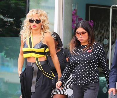 Ora została zauważona gdy wychodziła z hotelu The Lowry w Manchesterze