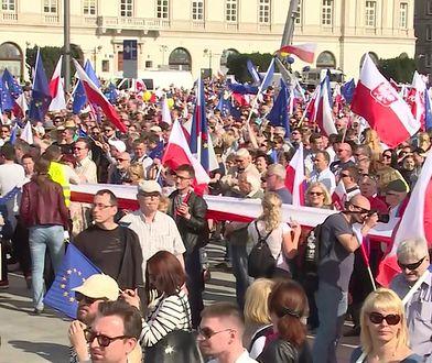 W sobotę marsze i protesty w Warszawie. Swoje trasy zmienią autobusy i tramwaje