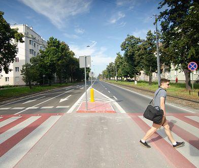 Warszawa. Bezpieczniej przy przejściach dla pieszych w al. Waszyngtona