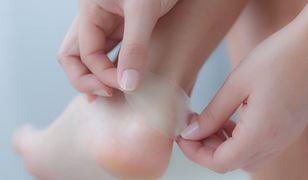 Plaster na odciski to jeden ze sposobów walki ze zrogowaciałą skórą na stopach