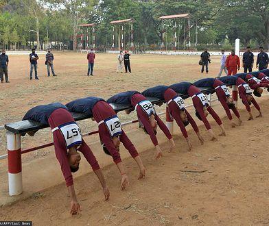 Trening kandydatek na żołnierzy w Indiach