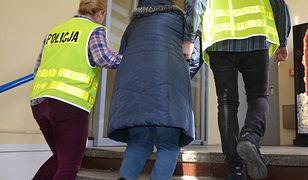Gdańsk. Przez lata wyłudzała pieniądze od niepełnosprawnych. Kobieta usłyszała 49 zarzutów