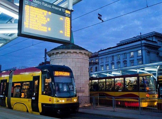 """Komunikacją zawsze na czas? ZTM: """"Autobusy i tramwaje są coraz punktualniejsze"""""""