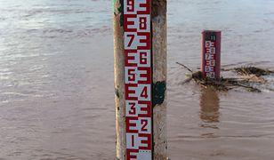 Do stanów alarmowych na rzece Elbląg brakuje 20 cm